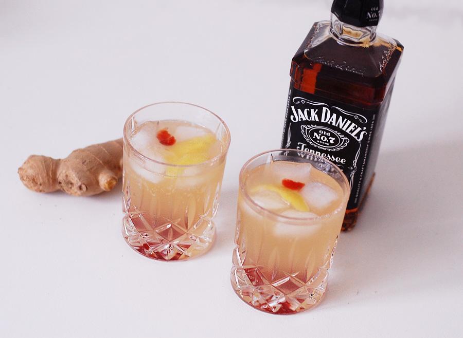 whisky-drinks-jack-daniels-d-sjus-cocktail-opskrift-reciepe-ginger-sinatra-frank-and-miss-jeanett-natchmann-glas--krystal-cr_zpsn3vy8g60