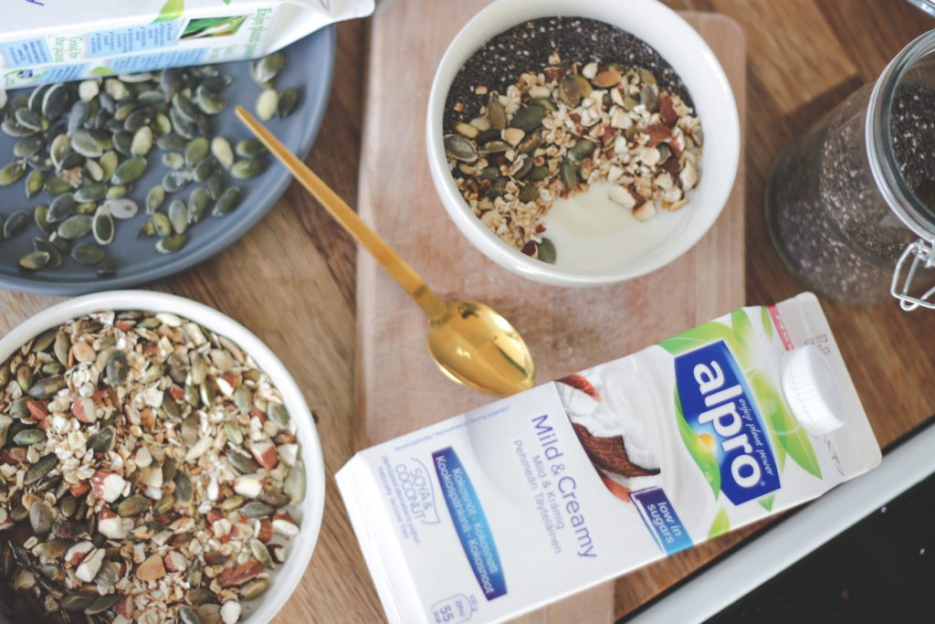 blogger-fra-odense-jeanette-hardis-lets-blog-some-shit-odensebloggers-god-morgen-alpro-produkter-morgenmad-yoghurt-laktosefri