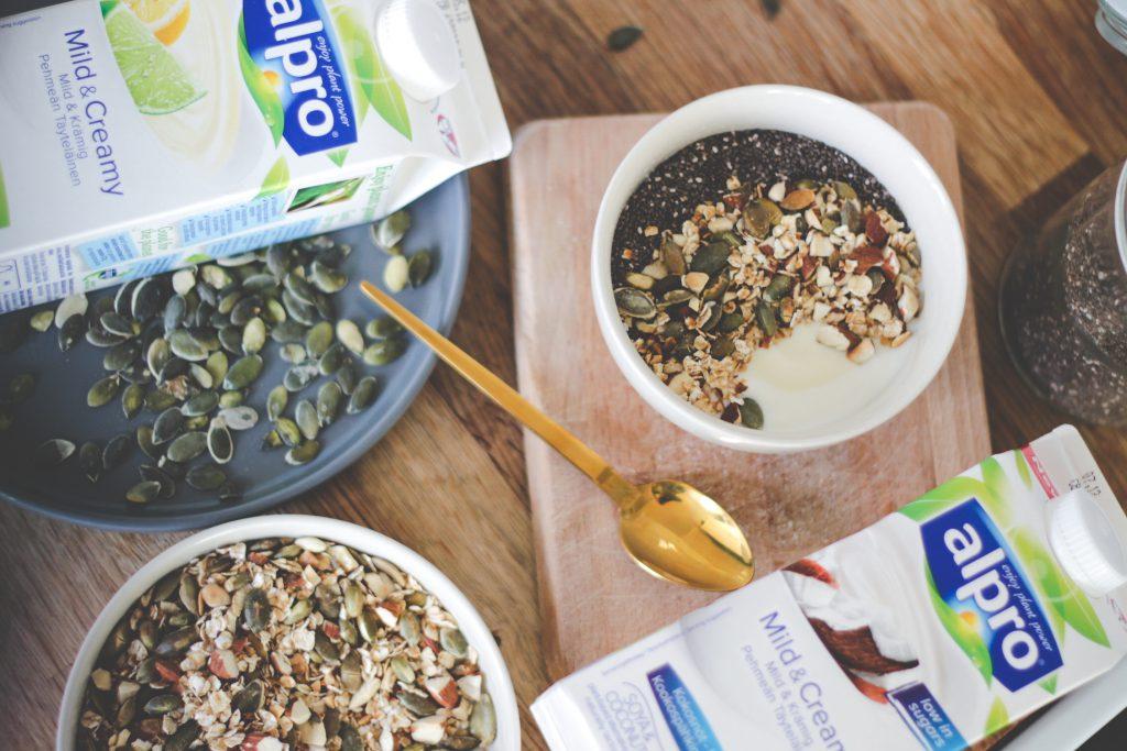 blogger-fra-odense-jeanette-hardis-lets-blog-some-shit-odensebloggers-god-morgen-alpro-produkter-morgenmad-yoghurt-laktosefri-2