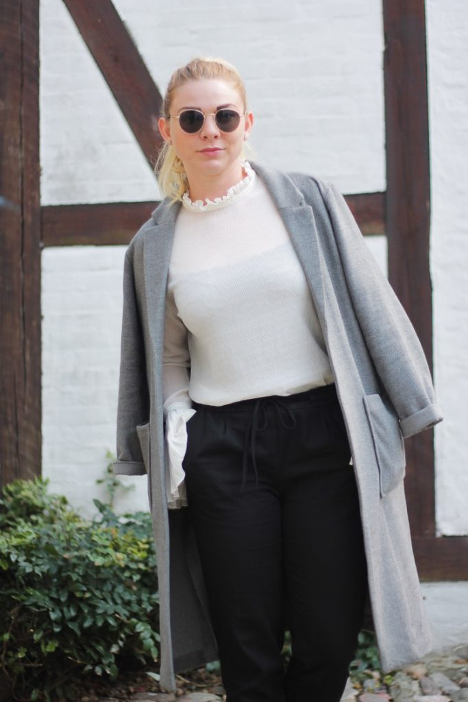 Look outfit odense blogger fra odense odenseblogger odensebloggers H&M frakke grå lang hvid skjorte solbriller zara